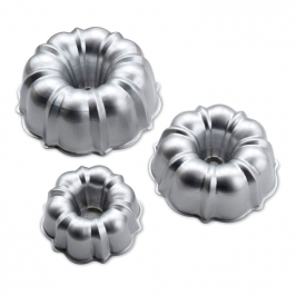 3 Moldes Nordic Ware Formed Bundt Pan