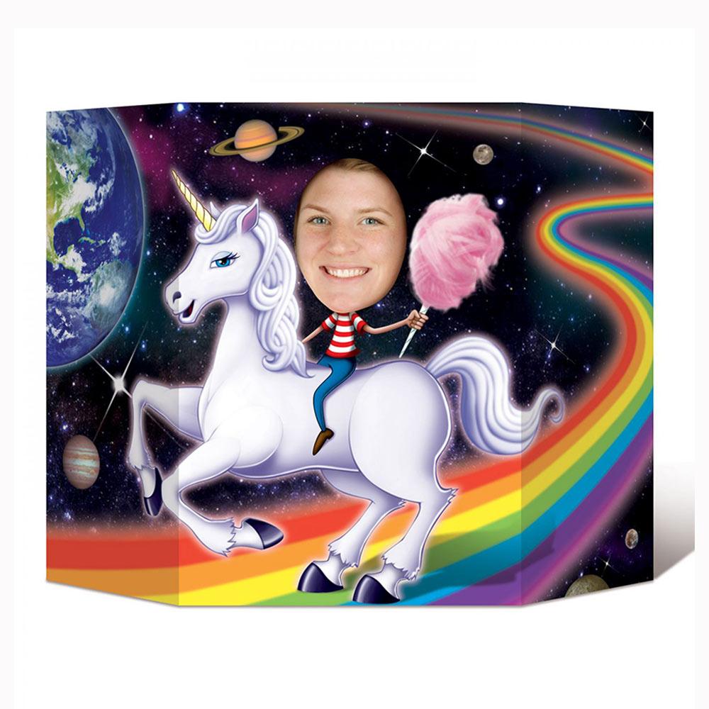 Photocall de doble cara de unicornio hecho con cartón