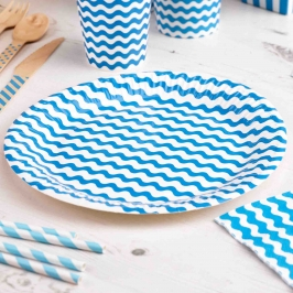 Platos Azules con Rayas Onduladas
