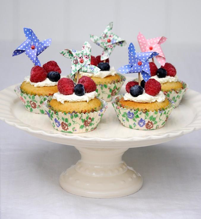 Stand de ceramica para tartas color marfil for Marfil ceramica madrid