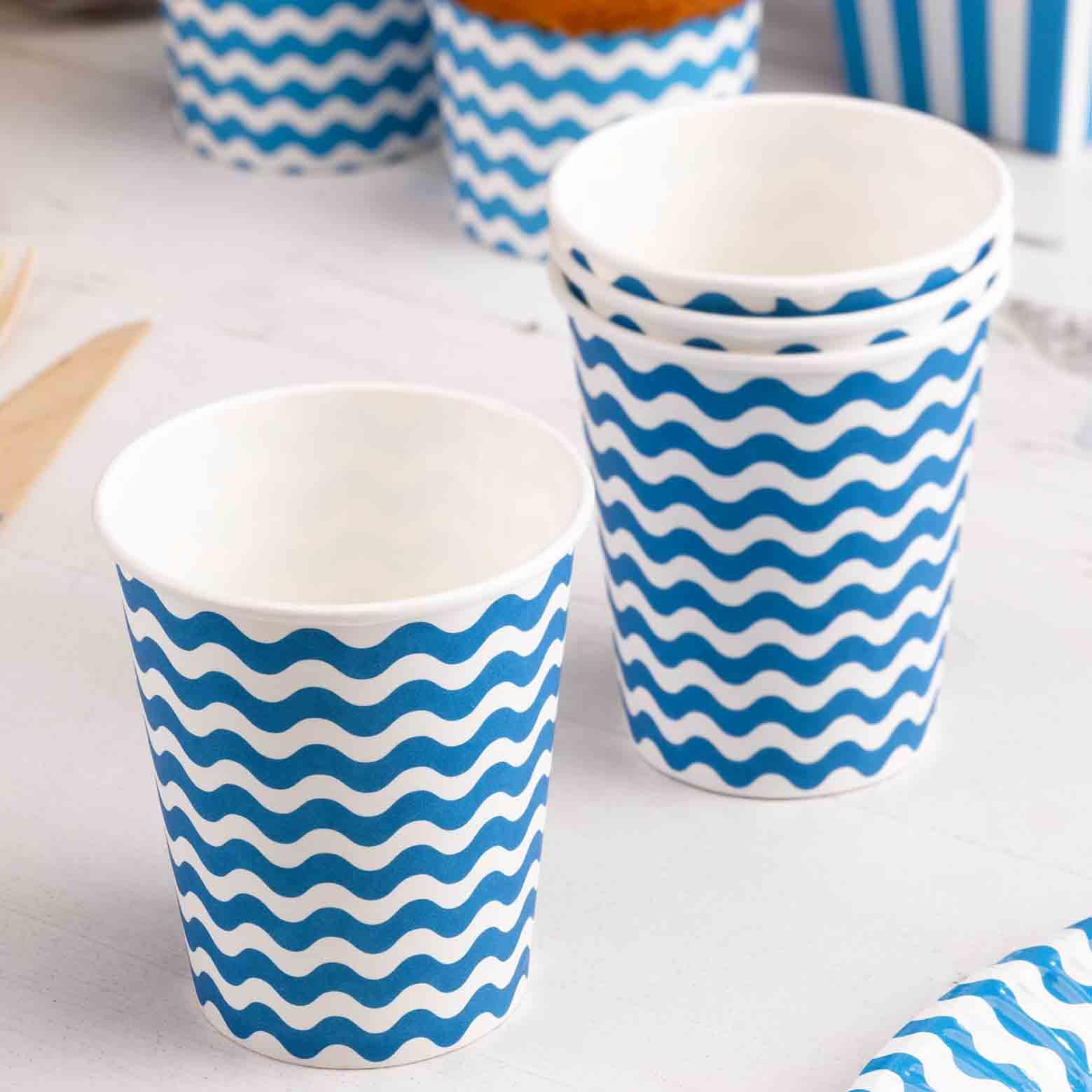 Vasos Azules con Rayas Onduladas