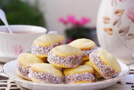 Alfajores de maicena caseros rellenos con dulce de leche ¡ El alfajor más tradicional !