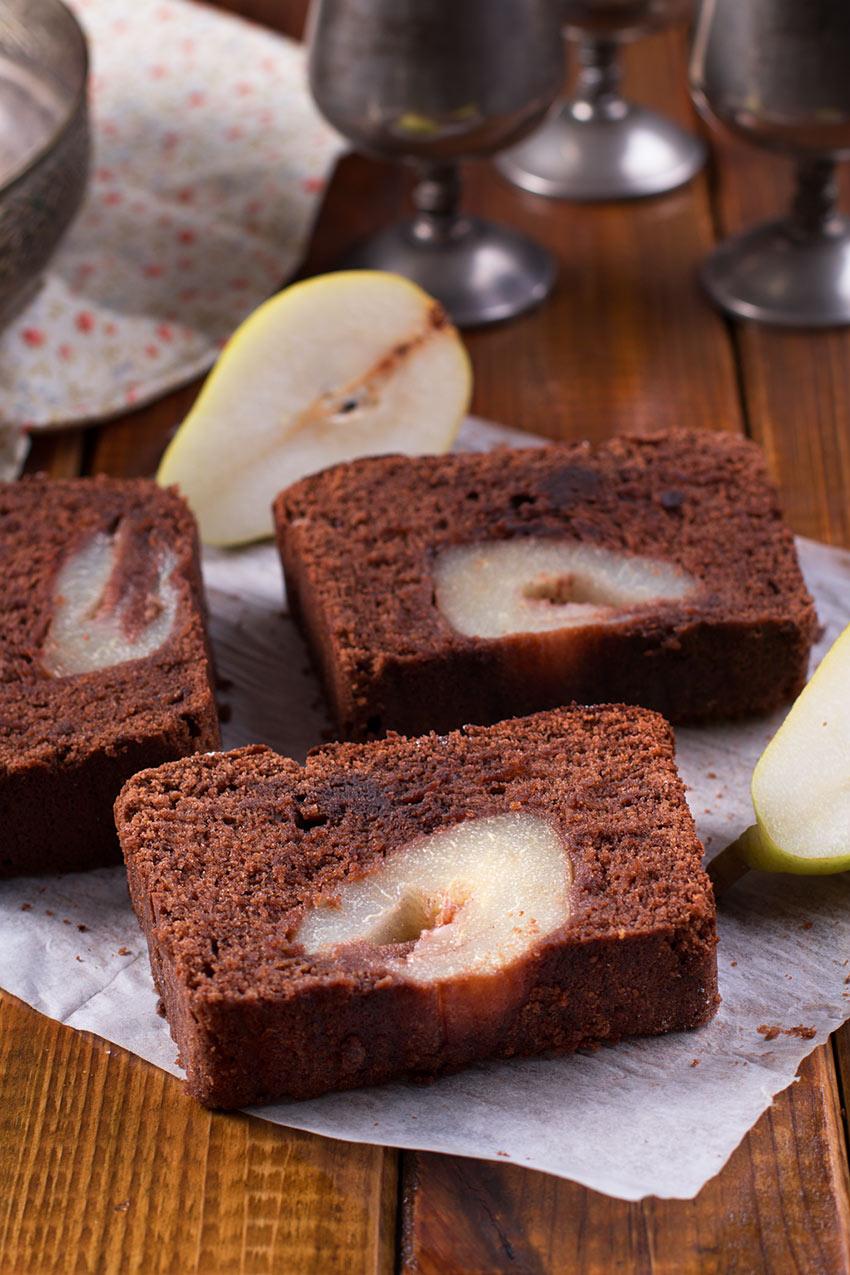 bizcocho-de-chocolate-y-pera-al-vino-tino