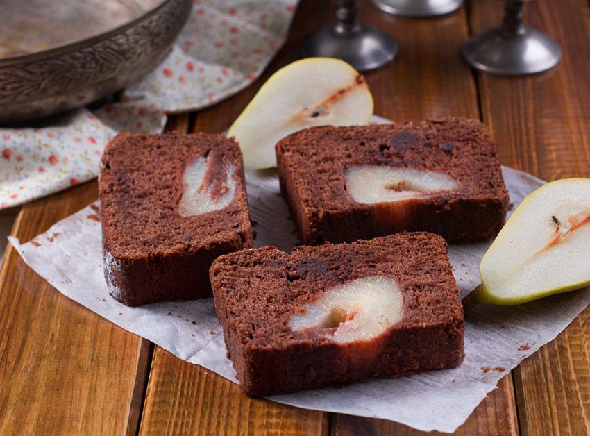 bizcocho-de-chocolate-y-peras-al-vino-tino