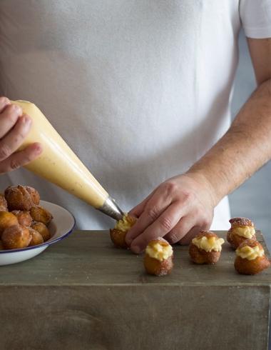 Buñuelos de Viento rellenos de Crema Pastelera