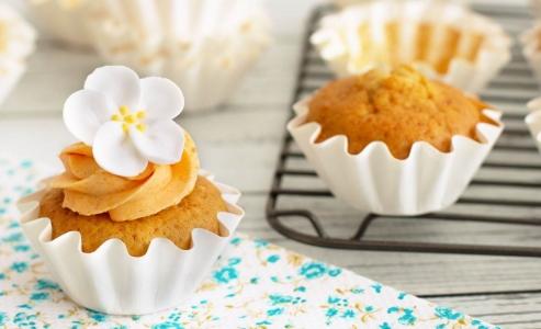 Cupcakes de vainilla esponjosos y tiernos