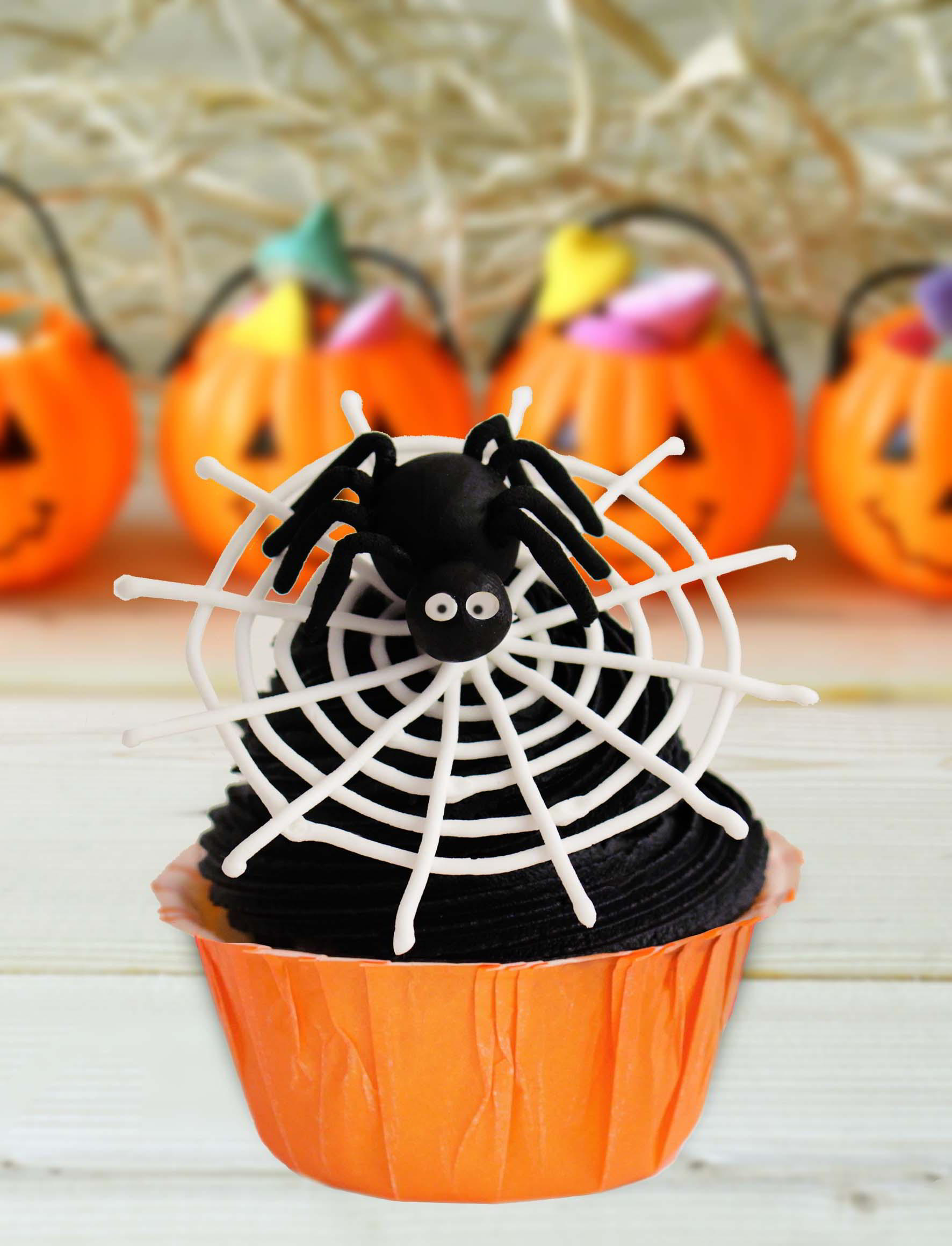 cupcakes halloween con telaraa y araita