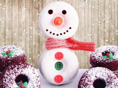 El hombre de nieve se viste de donuts red velvet!