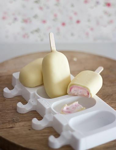 Helados de Yogurt y Frambuesa, bañados en chocolate Blanco