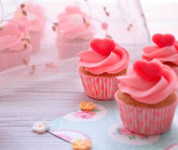 Mini cupcakes de avellanas y fresa ácida