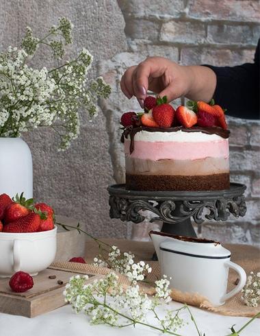 Tarta Mousse de Chocolate, Fresa y Nata