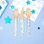 Set de 24 cubiertos de madera con estrellas en tonos azules